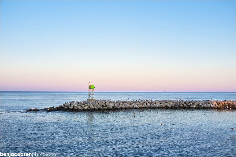 IMAGE: http://www.benjacobsenphoto.com/blog/wp-content/gallery/block-in-oct/finepix-x100-dscf0256.jpg