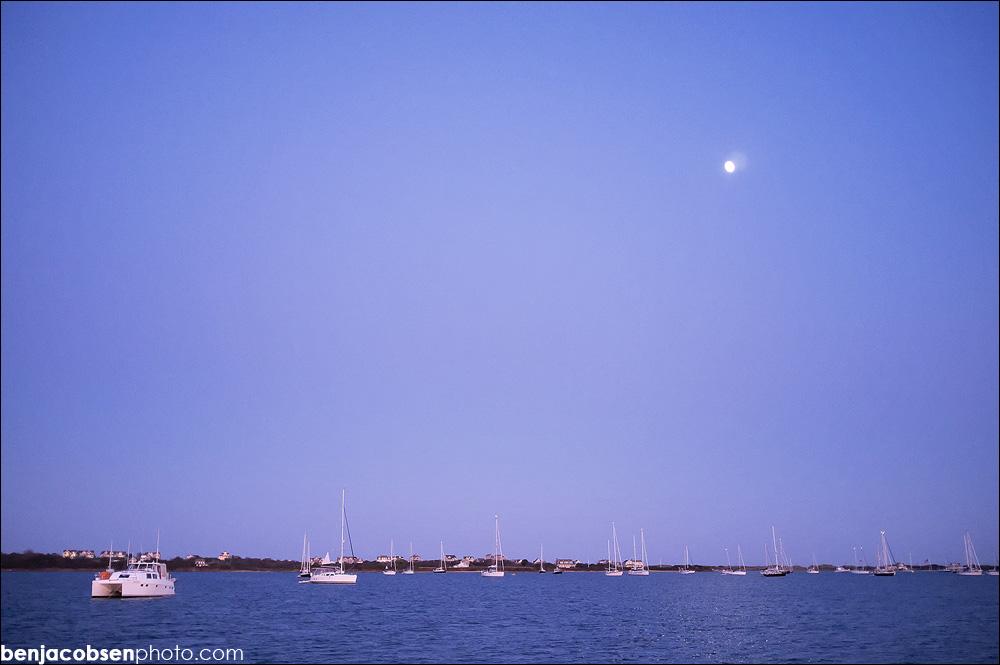 IMAGE: http://www.benjacobsenphoto.com/blog/wp-content/gallery/block-in-oct/finepix-x100-dscf0328.jpg
